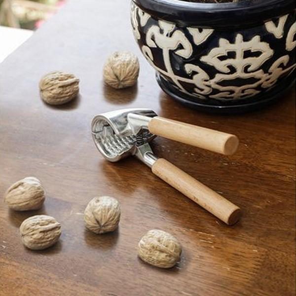 Casse noix boix inox arts de la table cuisine - Casse noix en bois ...