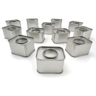 12 pequeñas latas rectangulares