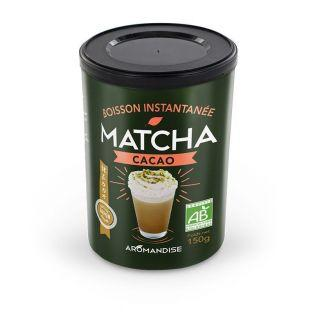 Preparación orgánica té Matcha con leche y cocoa