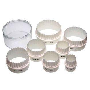 7 découpoirs à biscuits ronds à bord cannelé - plastique