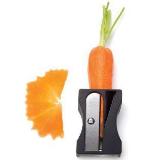 Schwarzer Karottenschäler - Spitzer