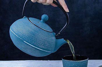 Teekannen aus Glas, Keramik oder Gusseisen
